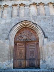 Eglise paroissiale Notre-Dame-de-Pitié - Français:   Portail de l\'église de Saignon, Vaucluse, France