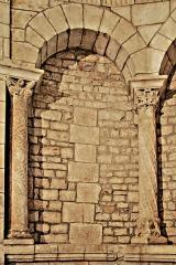 Eglise paroissiale Notre-Dame et Saint-Pierre - Deutsch: N-D et St-Christophe de St-Christol, Chorapsis, Arkade1-2