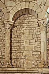 Eglise paroissiale Notre-Dame et Saint-Pierre - Deutsch: N-D et St-Christophe de St-Christol, Chorapsis Arkade 2-3