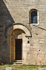 Eglise paroissiale de la Trinité - Deutsch: St-Trinit, Chorjoch, Portal des Priors