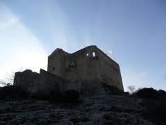 Château (ruines) et rocher qui les porte -  Comtal du Château