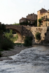 Pont romain -  Ancient Roman bridge in Vaison-la-Romaine