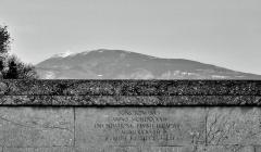 Pont romain - Français:   inscription sur le parapet du pont de Vaison