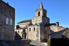 Eglise et le bâtiment (couloir voûté en plein cintre) qui la relie au baptistère - Deutsch: Venasque