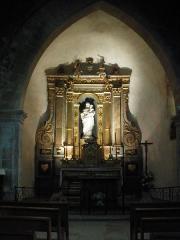 Eglise et le bâtiment (couloir voûté en plein cintre) qui la relie au baptistère - English: inside church of Venasque, Vaucluse, France