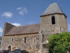 Eglise Saint-Pierre - Français:   Audrix - Église Saint-Pierre - Côté sud avec le clocher-donjon