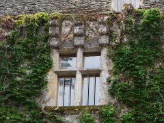 Château de la Faye - Français:   Fenêtre à meneaux du château de la Faye, Auriac-du-Périgord, Dordogne, France.