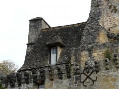 Château de la Faye - Français:   Toit en lauzes de la façade sud, château de la Faye, Auriac-du-Périgord, Dordogne, France.