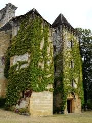 Château de la Faye - Français:   Les tours, côté est du château de la Faye, Auriac-du-Périgord, Dordogne, France.
