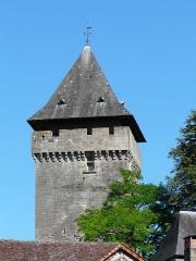 Château de Badefols-d'Ans - Français:   Le donjon du château de Badefols-d\'Ans, Dordogne, France