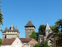 Château de Badefols-d'Ans - Français:   Le château et l\'église de Badefols-d\'Ans, Dordogne, France