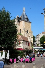 Eglise Saint-Jacques -  Touristic square at Bergerac with an medieval church