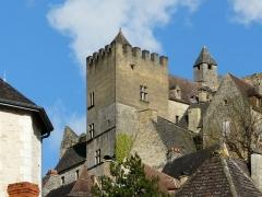 Restes de l'ancien couvent de Beynac - Français:   La tour de l\'ancien couvent de Beynac, Beynac-et-Cazenac, Dordogne, France.