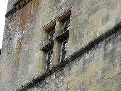 Restes de l'ancien couvent de Beynac - Français:   Fenêtre à meneaux, tour de l\'ancien couvent de Beynac, Beynac-et-Cazenac, Dordogne, France.