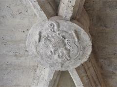 Ancienne église Notre-Dame - Français:   Clé de voûte de l\'ancienne église Notre-Dame, Brantôme, Brantôme en Périgord, Dordogne, France.
