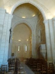 Eglise Saint-Pierre-et-Saint-Paul - Français:   Intérieur de l\'église de Chenaud, Dordogne, France