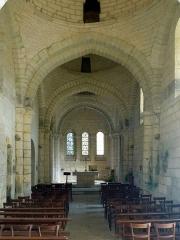 Eglise Saint-Martin - intérieur de l'église de Cherval (24), France