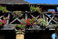 Halle - Deutsch: Domme, Balkon der Markthalle