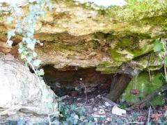 Dolmen d'Eylias - Français:   L\'intérieur du dolmen d\'Eylias, Eymet, Dordogne, France.