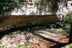 Abri de Cro-Magnon - English:   Cro-Magnon rock shelter, Les Eyzies de Tayac, Dordogne, France. A commemorative marble plaque to the right of the center top of the image reads, \