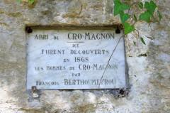 Abri de Cro-Magnon - English: Cro-Magnon rockshelter, les Eyzies, Dordogne, France