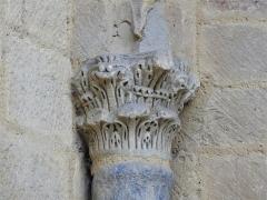 Eglise Saint-Martin de Tayac - Français:   Chapiteau du portail de l\'église de Tayac, Les Eyzies-de-Tayac-Sireuil, Dordogne, France.