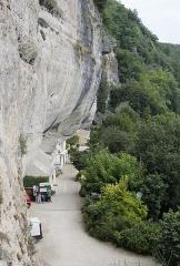 Gisement de Laugerie-Basse - Français:   Abri préhistorique de Laugerie-Basse  aux Eyzies-de-Tayac-Sireuil: vue depuis la grotte du Grand Roc.