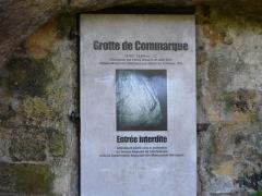 Grotte du château de Comarque - Français:   La porte de la grotte du château de Commarque, Les Eyzies-de-Tayac-Sireuil, Dordogne, France.