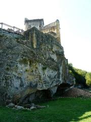 Grotte du château de Comarque - Français:   Le site de la grotte de Commarque sous le château de Commarque, Sireuil, Les Eyzies-de-Tayac-Sireuil, Dordogne, France.