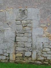 Eglise de la Décollation de Saint-Jean-Baptiste - Français:   Porte murée, mur nord de l\'église de Fanlac, Dordogne, France.
