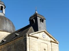 Ancien hôpital - Français:   Le clocher de l\'ancienne église paroissiale, ancien hospice de Hautefort, Dordogne, France.