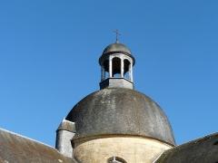 Ancien hôpital - Français:   Le lanternon de la rotonde, ancien hospice de Hautefort, Dordogne, France.