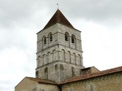 Eglise de la Chapelle-Saint-Robert - Français:   Le clocher de l\'église Saint-Robert, Javerlhac-et-la-Chapelle-Saint-Robert, Dordogne, France.