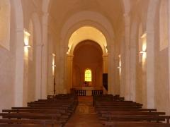 Eglise de la Chapelle-Saint-Robert - Français:   La nef de l\'église Saint-Robert, Javerlhac-et-la-Chapelle-Saint-Robert, Dordogne, France.