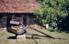 Forge Neuve -  Tenaille de forge à Forge-Neuve, Javerlhac, France