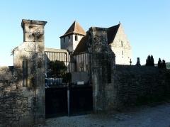 Eglise Saint-Martin - Français:   L\'entrée du cimetière et l\'église Saint-Martin, Limeuil, Dordogne, France.