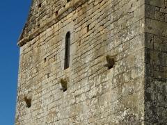 Eglise Saint-Martin - Français:   Corbeaux sur la façade ouest de l\'église Saint-Martin, Limeuil, Dordogne, France.