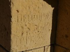 Eglise Saint-Martin - Français:   Inscription du portail de l\'église Saint-Martin, Limeuil, Dordogne, France.