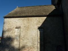Eglise Saint-Martin - Français:   Toit de lauzes de la chapelle nord de l\'église Saint-Martin, Limeuil, Dordogne, France.