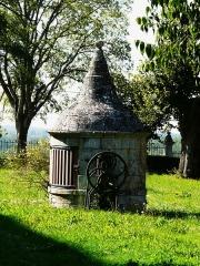 Château de Beauvais - Français:   Puits couvert, château de Beauvais, Lussas-et-Nontronneau, Dordogne, France