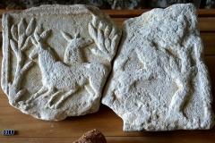Villa gallo-romaine - Deutsch: Périgueux ( Dordogne ). Vesunna-Museum: Basrelief mit Hirschen aus der römischen Villa von Lussas-et-Nontronneau.