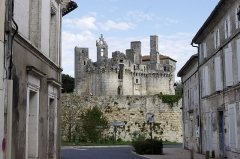 Château de Mareuil - Français:   Le château vu depuis le bourg - Mareuil, Dordogne.