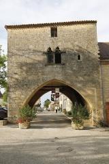 Maison à arcades du 14e siècle - Français:   Maison du bayle dans la bastide de Molières (Dordogne).