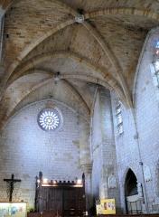 Eglise Saint-Dominique - Français:   Monpazier - Eglise Saint-Dominique - Premières travées de la nef