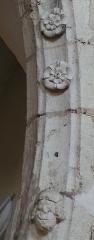 Eglise Saint-Dominique - Français:   Monpazier - Eglise Saint-Dominique - Détail de la décoration d\'une voussure d\'une chapelle côté nord