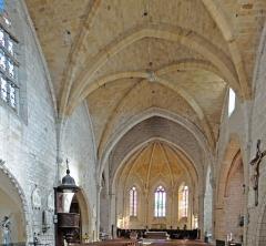 Eglise Saint-Dominique - Français:   Monpazier - Église Saint-Dominique  - Nef