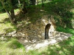 Château de Coulonges - Français:   L\'accès à la fontaine souterraine du château de Coulonges, Montignac, Dordogne, France.