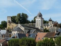 Eglise Saint-Pierre-ès-Liens - Français:   Le château de Montignac et l\'éÉglise Saint-Pierre-ès-Liens, Montignac, Dordogne, France.