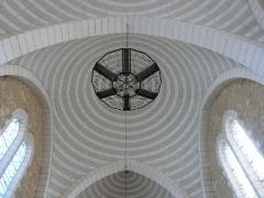 Eglise Saint-Pierre-ès-Liens - Français:   Installation de chauffage sous une coupole de l\'église Saint-Pierre-ès-Liens de Montignac, Dordogne, France.