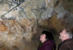 Grotte de Lascaux - Français:   B. & G. Delluc in Lascaux cave
